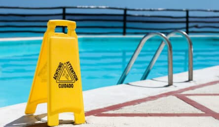בטיחות בבריכת שחייה